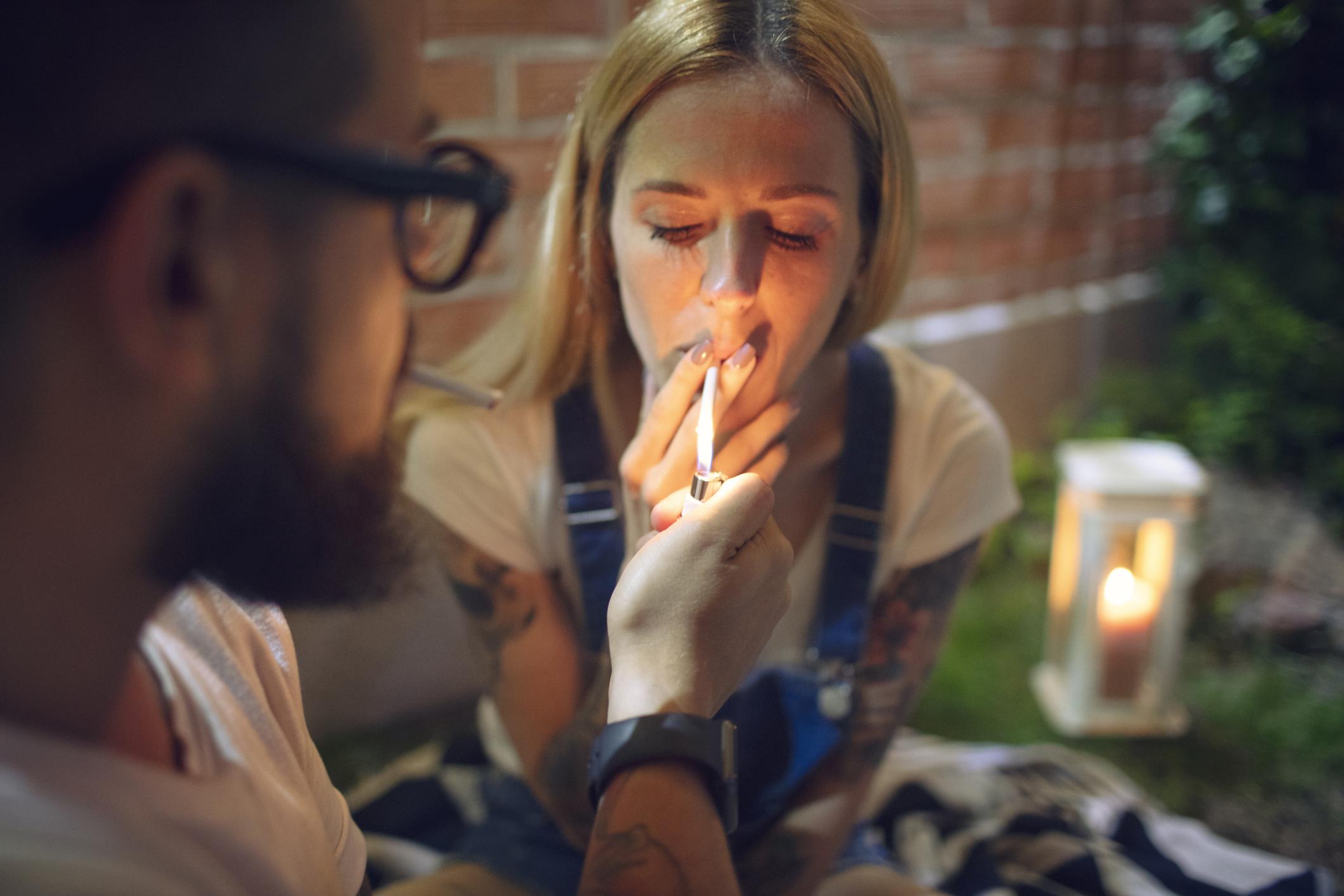BETTE: Mature Smoking Tubes